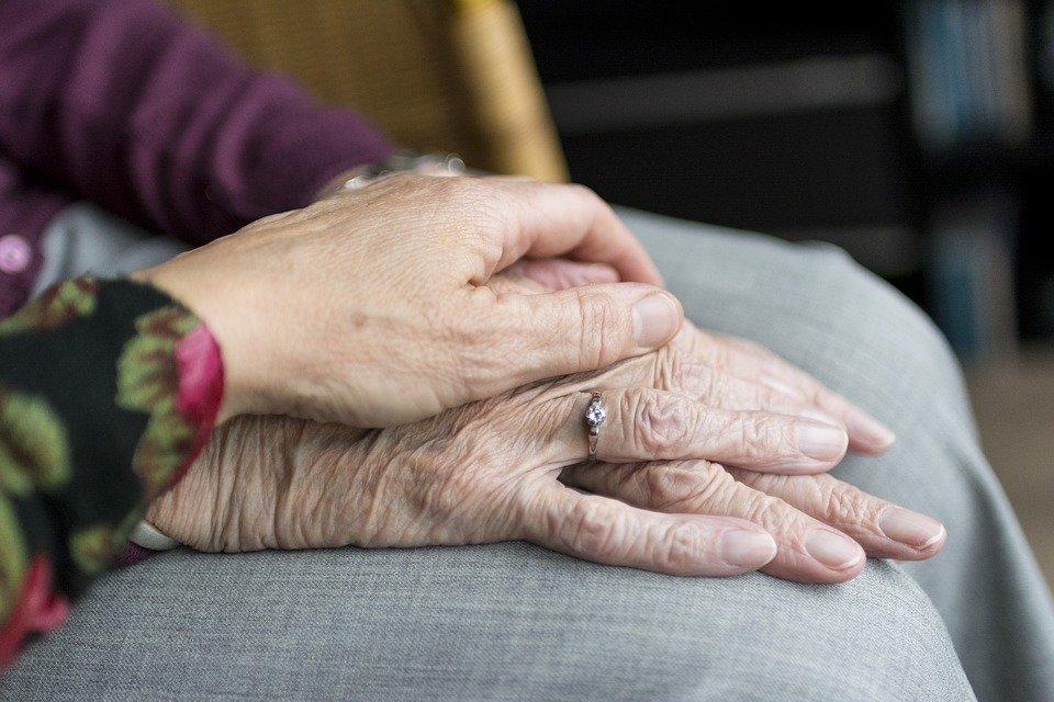 Prendersi cura di un'altra persona: dall'attaccamento alle necessità